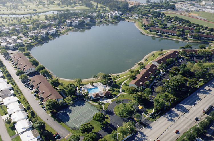 commercial-roofing-lakepointe-fl